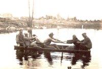 Sahalahden miehiä Haapaniemen myllyn ruuhessa 1920-luvun lopulla.