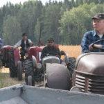 Traktoriparaati keräsi sankan katsojajoukon.