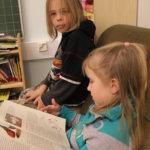 Lukunurkkauksessa on rauha keskittyä kirjoihin mukavilla istuimilla.