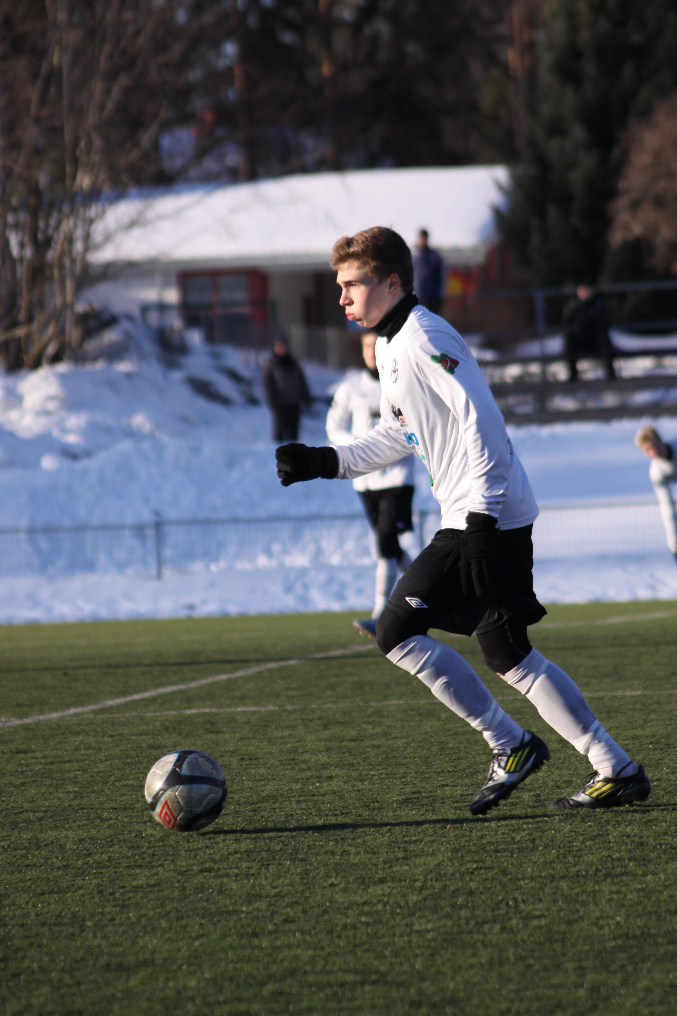 Tehtaan kentällä nähdään ensi kesänä pälkäneläisväriä, sillä Ossi Lindeman teki Hakan kanssa kaksivuotisen sopimuksen. Talvella Lukon kasvatti on ollut A-junioreiden kantavia voimia SM-karsintasarjassa.