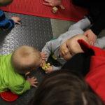 Vauvat tapaavat Pirtissä