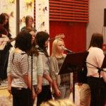 Anna Tapion koulun kevätkonsertti sai kirjoittajan ideoimaan nostalgiakonserttia Pakanrantaan.