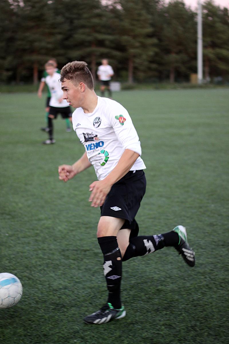 Hakan edustusjoukkueeseen talvella kiinnitetty Ossi Lindeman on ollut pelaamassa Pallo-Seppoja kohti kakkosdivisioonaa ja Hakan A-junioreita kohti SM-sarjaa.
