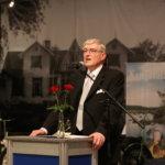 – Ajaako valtio kuntia ahdinkoon, jotta kuntarakenneuudistusta voitaisiin viedä eteenpäin, Jukka Mäkelä kysyi.