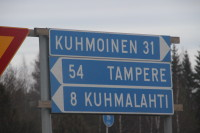 Pohjan risteyksestä on kahdeksan kilometriä matkaa Kuhmalahdelle.