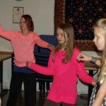 Sahalahdella opetellaan israelilaisia tansseja