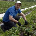 Andrei Soltan nauttii työstään Suttisen tilalla.