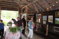 Haaviston Parvigalleria on auki kesäkahvilan aukioloaikona. Heinäkuun taiteilijat ovat Sinikka ja Kari Syrjänen.