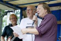 Heikki Salo (oikealla) ja Heikki Silvennoinen esittivät yhdessä Heikki Haaviston kanssa mestarileipurille riimitellyn kappaleen kesän 2014 Myllyrockissa. Sunnuntaina lavalle nousee neljäskin Heikki.