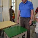 Pekka Rahijärvi hankki pulpetin lasten koululeikkejä varten.