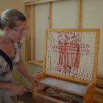 Käsityöopettajan mallikaappi sai uuden kodin Anna Sepponen-Lavikan luota.