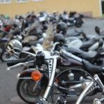 Miksi moottoripyöräilijät vilkuttelevat toisilleen? – Motoristiliiton puheenjohtaja ja Vehjemies vastaavat