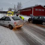 Autot yhteen Aitoon kyläportilla