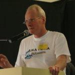 Juontohommissa tapahtui sukupolvenvaihdos. Harri Arolaa lauantaina tuurannut Kari-Pekka Arola tarttui mikrofoniin osaavin ottein ja kierteli näyttelyalueella haastattelemassa näytteilleasettajia sekä -vieraita.