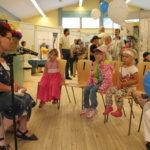 Lapset loruilivat Oili Ruukin kanssa lorulaarissa.