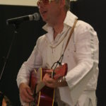 Pälkäneen Elvis sai sen verran riehakkaan vastaanoton, että rockin kuningas palasi lavalle esittämään encore-kappaleen.