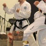 Jarkko Helminen ja Sami Koskela murskasivat tiiliä taekwondo-näytöksessä,Jarkko Helminen, Sami Koskela