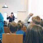 Satuja lapsille ja asiaa aikuisille – Pälkäneen kirjastolla vietetään perhepäivää