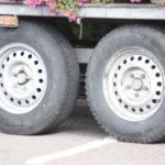 Poliisi valvoo tehostetusti raskasta liikennettä – kuorman varmistaminen yhtenä painopisteenä