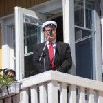 """""""Mies voi lähteä Kangasalta, mutta Kangasala ei miehestä"""", huomautti kunniaylioppilas Pentti Mäkinen. Mäkinen on paitsi Etelä-Savon maakuntajohtaja myös korruptiota vastaan kamppailevan Transparency Suomen puheenjohtaja."""