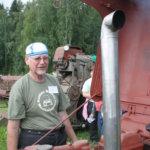 Tapio Körhämö viihtyy koneiden kimpussa.