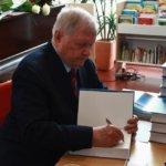 44 vuoden päiväkirjat elämänkerraksi