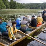 """Ainon """"peränaisena"""" toimii Hellevi Salonen. Hän on ensimmäinen Sappeen kirkkovenehistorian ensimmäinen nainen, jolle peräsin on uskottu."""