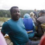 Ranskalainen Ariel ja hänen poikansa toivat kansainvälistä väriä kirkkovene Ainon ensisoudulle. Sappeessa kesälomaa viettävän perheen miehet olivat otettuja suomalaisesta perinnekyydistä.