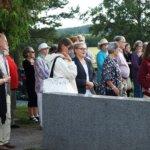 Opastettu hautausmaakierros kuljetti osallistujat Sahalahden menneisyyteen