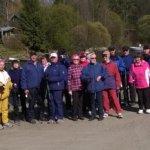Kevään kyläkävelyllä käytiin Kostianvirralla kokeilemassa frisbeegolfrataa.