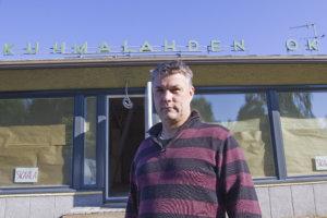 Hannu Knaapi suunnittelee kaupan katolle aurinkopaneeleita. – Sen jälkeen myymälä olisi melkoinen ekokauppa: lämpö tulisi hakkeesta ja suuri osa sähköstä omista paneeleista.