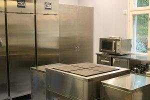Koulun keittiö on saanut uudet kalusteet.