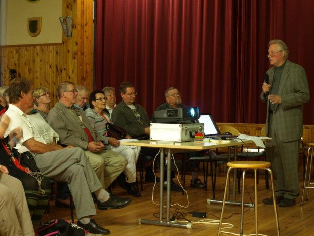 Juhani Ilmarinen innosti vuosi sitten luentonsa osanottajia liikkeelle pullakahvien avulla. Mies lunastaa lupauksensa syyskuun ensimmäisenä lauantaina Elotähkässä.