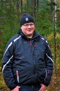 Luopioisten reserviläisten puheenjohtaja Ilkka Naulapää sanoo, että sunnuntaina 25.9. järjestettävään syyskävelyyn voi lähteä yksin, kaksin tai vaikka joukkueella.