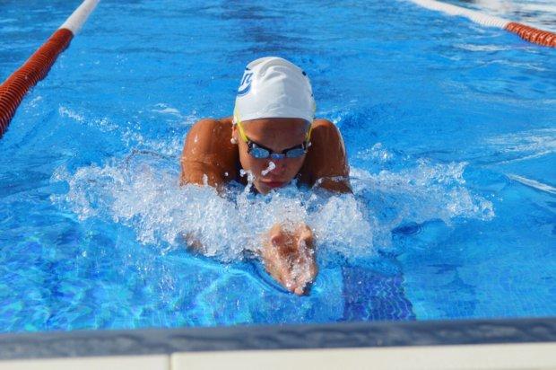Amanda Saari palasi pienen tauon jälkeen altaaseen uudella innolla.
