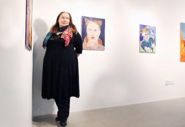 Riitta Santala–Köykkä toivoo, että Kangasala-talon Galleriasta tulee paikka, jossa nähdään uutta suomalaista taidetta. Hänen näyttelynsä Transformaatiot on esillä Galleriassa 24. tammikuuta saakka.