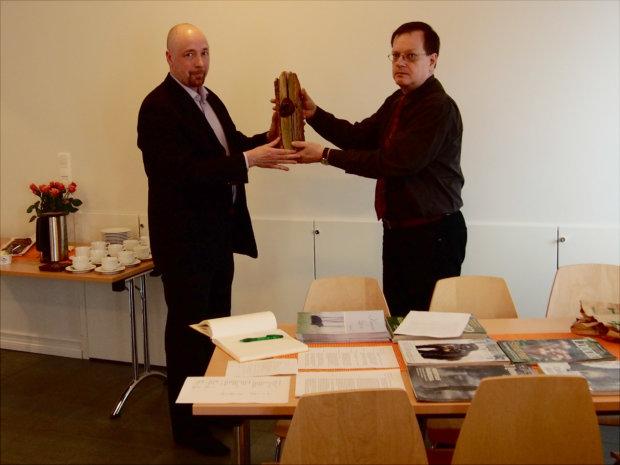 Kangasalan luonnon myöntämän palkinnon vastaanotti lähiruokarenkaan puolesta Markku Räisänen, joka on yksi Kangasalan renkaan käynnistäjistä. Suojelun kärki -palkinnon luovutti Kangasalan Luonnon puheenjohtaja Jorma Mäntylä.