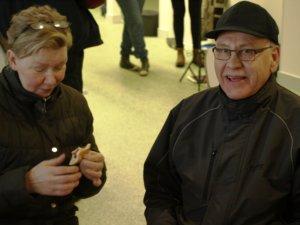 Elina Kuurola ja Pertti Häivälä osuivat kahviossa saman pöydän ääreen.