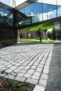 oli vuonna 2014 avainhenkilö palkitun Gösta Serlachiuksen museon pihaurakan toteuttamisessa.