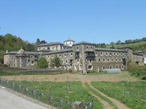 Vaeltajat yöpyivät Samoksen luostarissa pitkäperjantaina. Luostarissa on toiminut aikanaan myös sairaalaosasto vaeltajille.