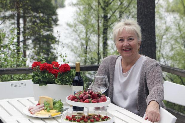 Aila Pakarisen aamiaistarjottimelle kuuluu Katalan Lihan palvia ja Heikkilän tilan juustoja.