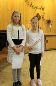 Sara ja Noora Iivonen esittivät yhdessä kappaleen Lohikäärme Puff. Noora soittaa huilua ja Sara pianoa.