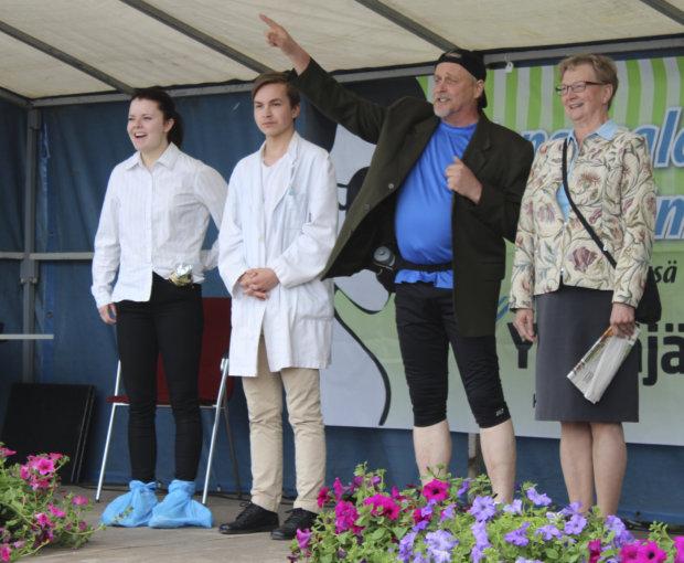 Vasemmalla pääosan esittäjä Laura Parviainen, Jussi Saari ja Marja Liisa Niittynen. Kuva Elina Mäkinen