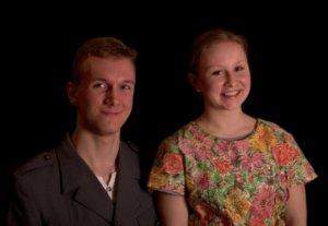 Kirstin roolissa näytelmässä nähdään vantaalainen Vilma Tuominiemi, Reinon roolissa puolestaan Helsingissä asuva Luka Salonen.