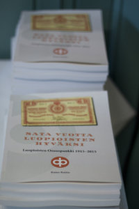 Raine Raitio kokosi ensimmäisen sadan vuoden vaiheet kirjaksi.
