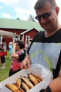 Jukka Salminen löysi Luikalan kesätorilta Tanen savumuikut.