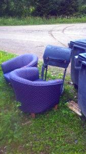 Ovatko nojatuolit ja grilli jollekin päivittäistavaroita, kirjoittaja ihmettelee.
