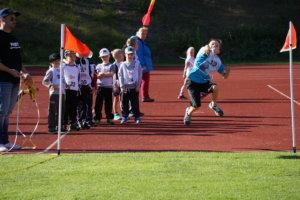7-vuotiaiden poikien sarjassa kisannut Eemil Salminen turbokeihään heittovuorossa.