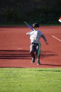 7-vuotiaiden poikien sarjassa kisannut Aleksi Mäntylä heittämässä turbokeihästä.