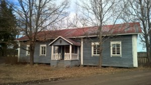 Lauri Arran lapsuuden koti, Arran yläpytinki, toimi päärakennuksena vuosina 1874-1969. Kuva Kari Elkelä 2016.
